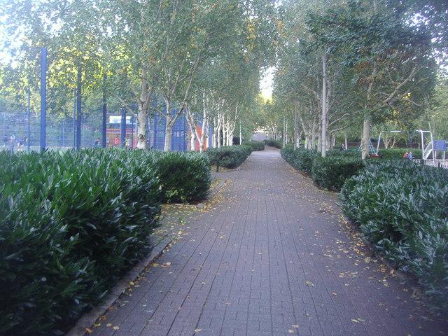 Path through Elthorne Park