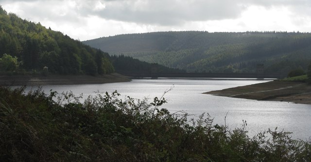 Derwent reservoir and the dam wall