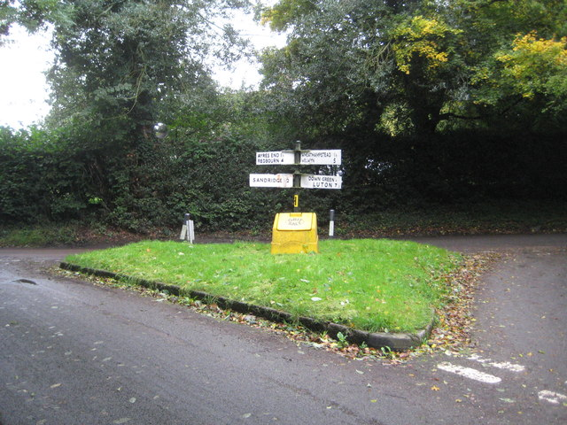 Wheathampstead: Crossroads at Amwell