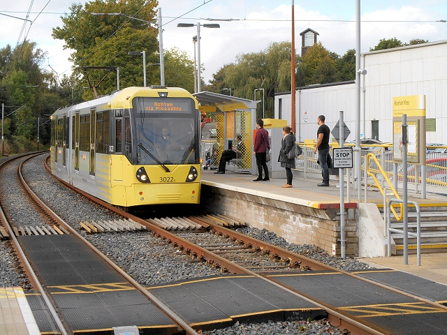 Metrolink Tram at Abraham Moss