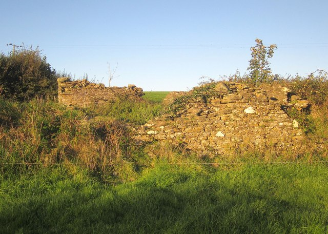 Ruined barn near Trehurst