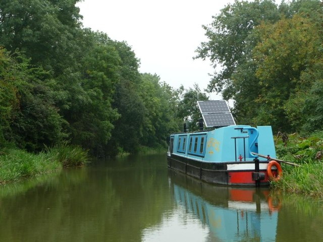 Narrowboat moored on the Kennet & Avon canal