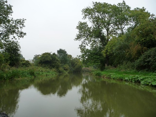 Kennet & Avon canal, looking east