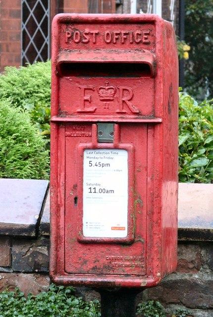 E II R Postbox SK14 37