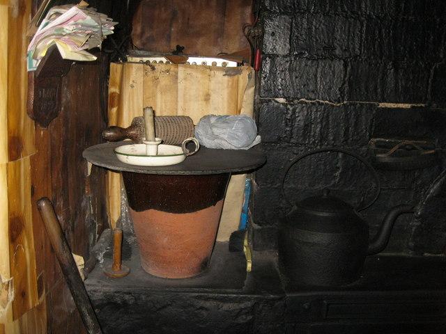 Lle tân yn Yr Ysgwrn - Fireplace at Yr Ysgwrn