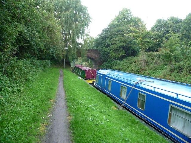 Narrowboats moored between bridges 109 and 108