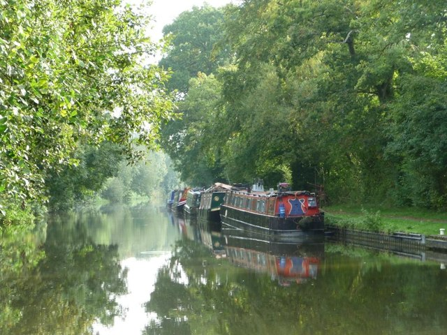 Narrowboats moored between locks 51 and 52