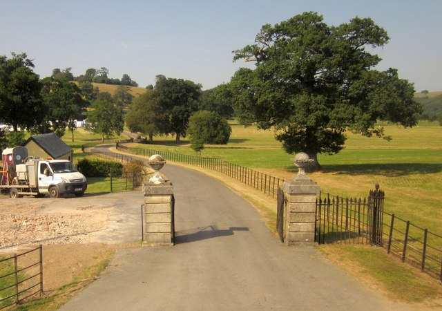 Gates at entrance to Castle Hill House