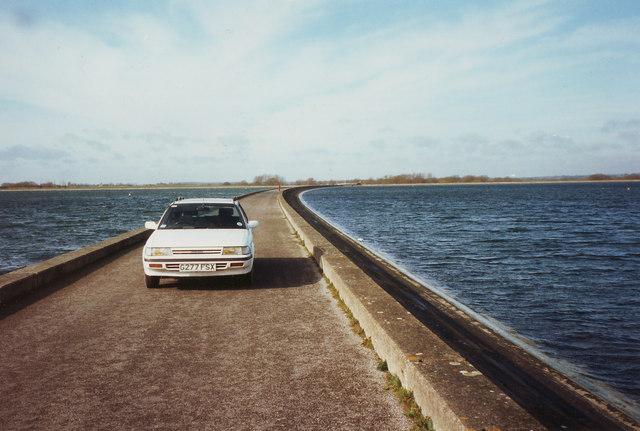 Crossing Farmoor Reservoir