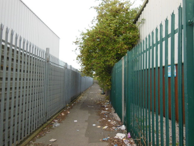 A path leading to Woodhouse Street, Hull