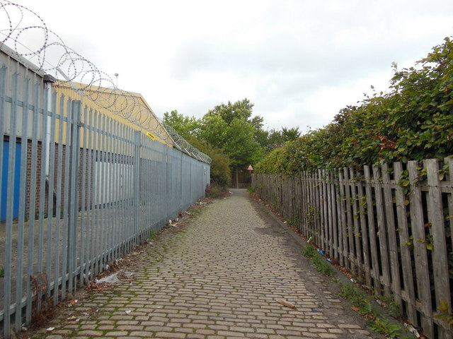 A path leading to Craven Street, Hull