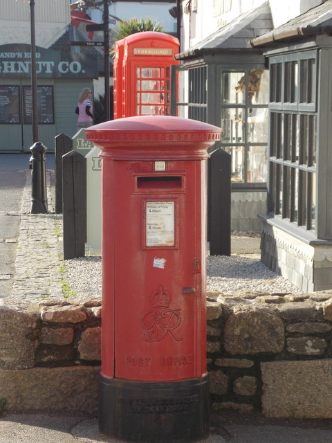 Land's End: postbox № TR19 52