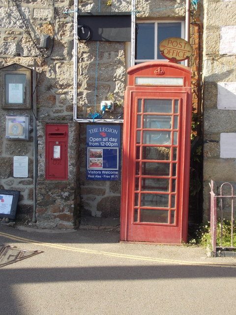 Mousehole: postbox № TR19 122 and phone