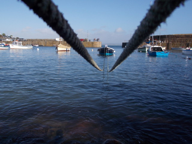 Mousehole: harbour mooring ropes