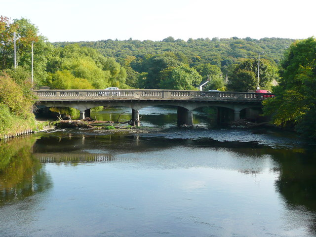 The new Apperley Bridge from the old one