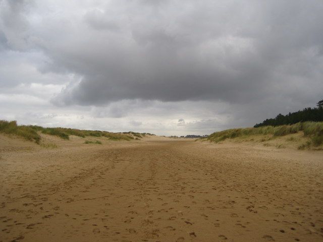 Channel between the dunes at High Cape