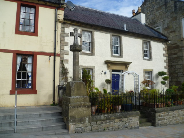 Kilwinning mercat cross, Main Street