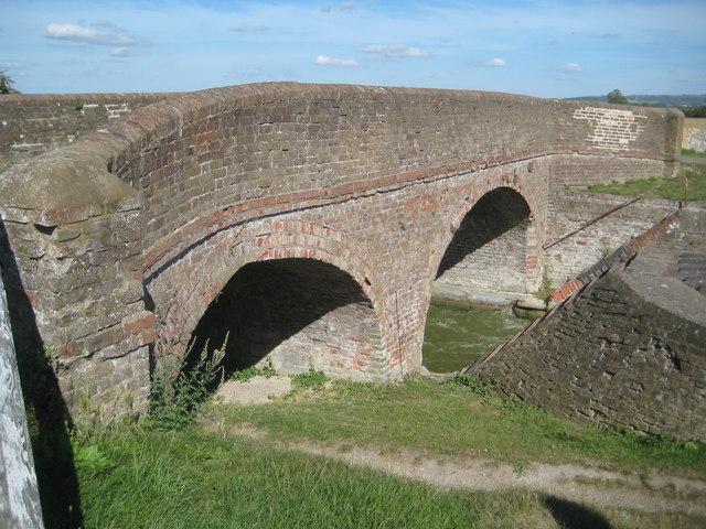 Grand Union Canal: Bridge Number 121
