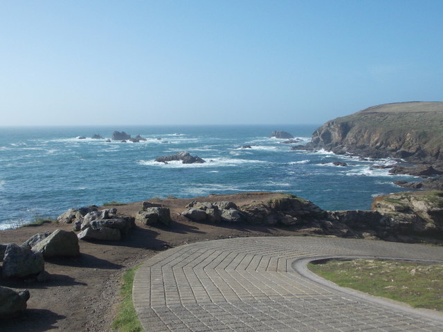 The Lizard: road to the old lifeboat station