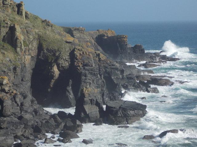 The Lizard: dramatic cliffs below the lighthouse