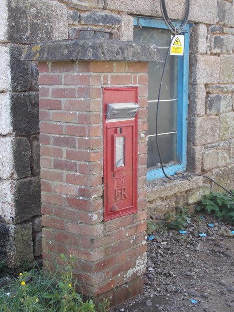 Cury: postbox № TR12 102, Cross Lanes