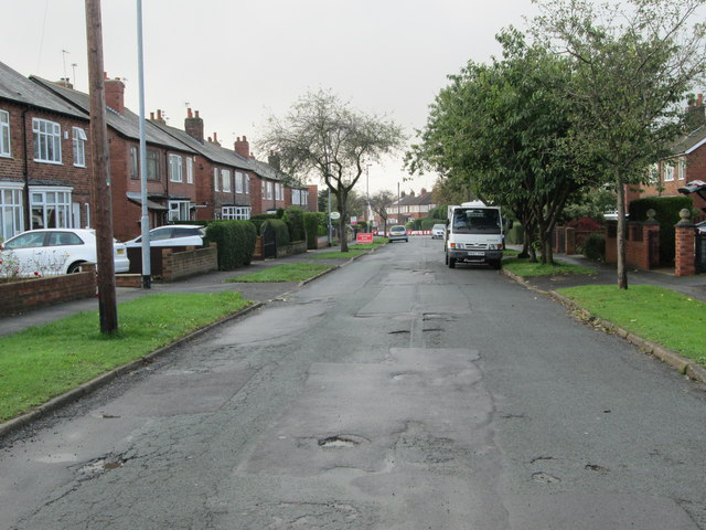 Ruskin Avenue - looking towards Bradford Road