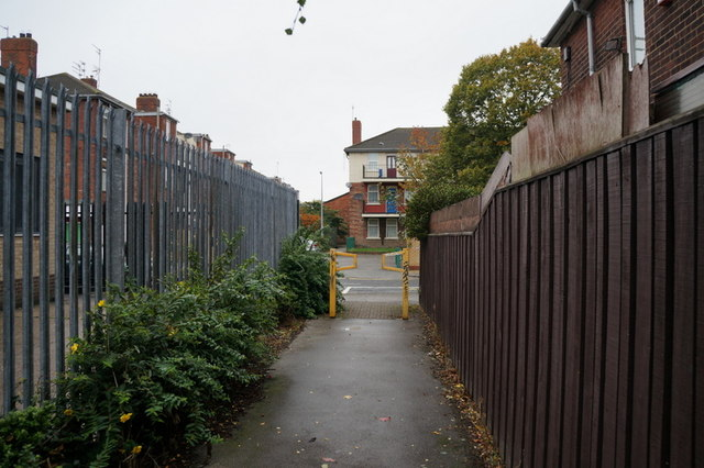 A path leading to New George Street, Hull