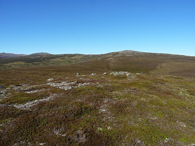 Up onto Carn Liath from Meikle Elrick