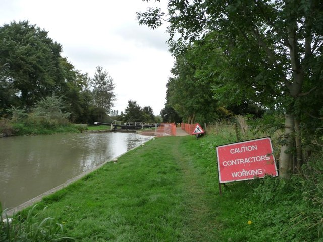 Caution, contractors working at Burnt Mill lock [no 65]