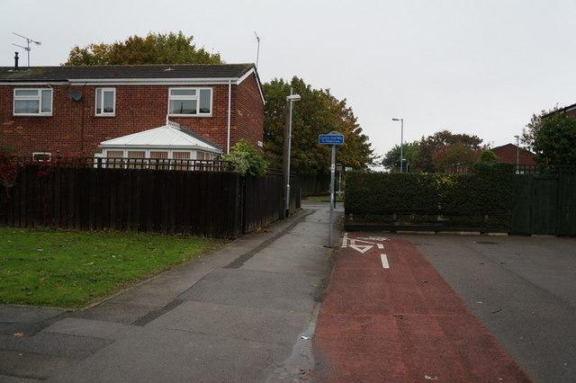 A path leading to Brunswick Avenue, Hull