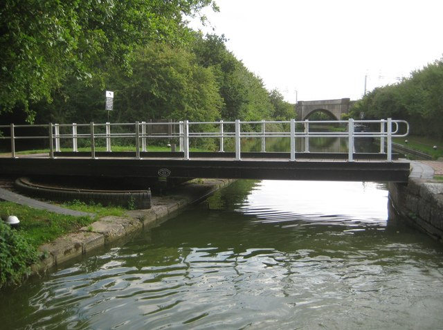 Grand Union Canal: Swing Bridge Number 125
