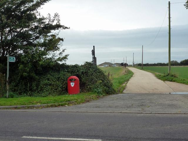 Farm road to Shipverling Barn