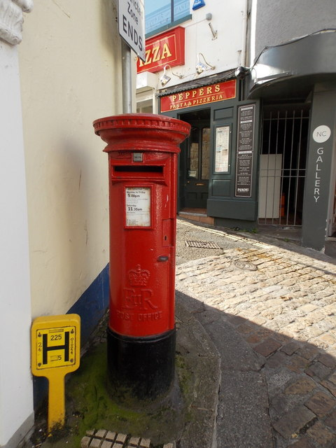 St. Ives: postbox № TR26 101, Fore Street