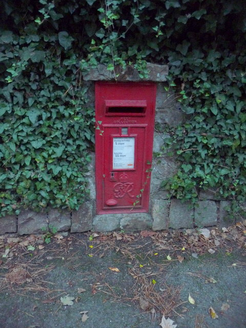 St. Ives: postbox № TR26 81, Trelyon Avenue
