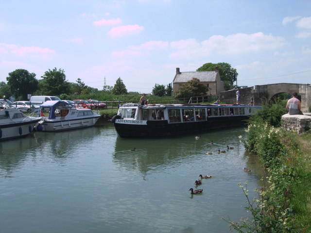 Adventuress approaching The Swan under Canal Bridge, Radcot