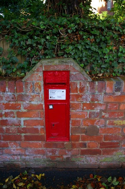 Victorian postbox at Rowington