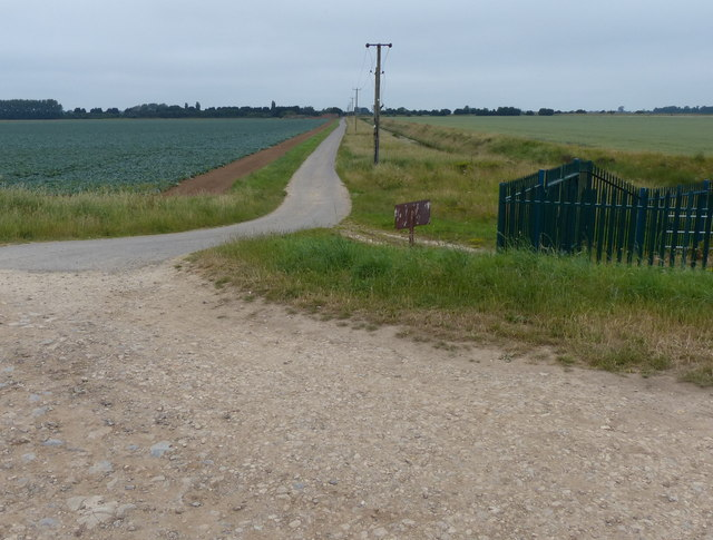 Narrow lane to Leverton Outgate