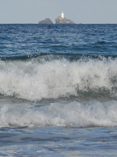 Carbis Bay: breaking wave and lighthouse view