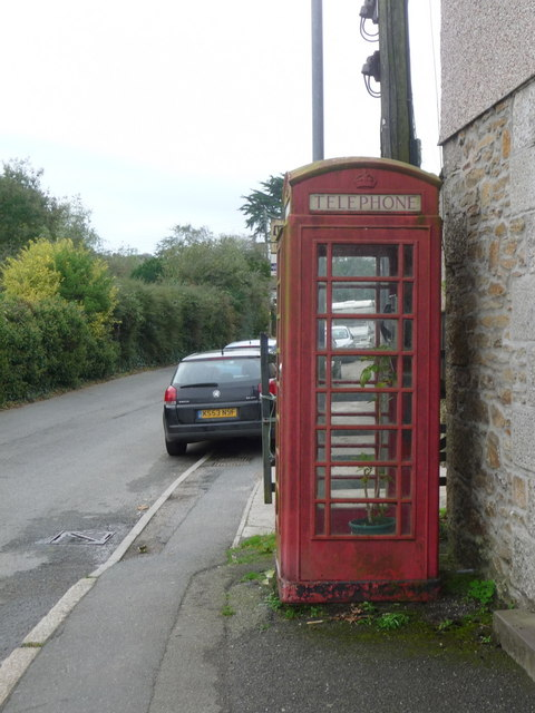 Praze-an-Beeble: red telephone box