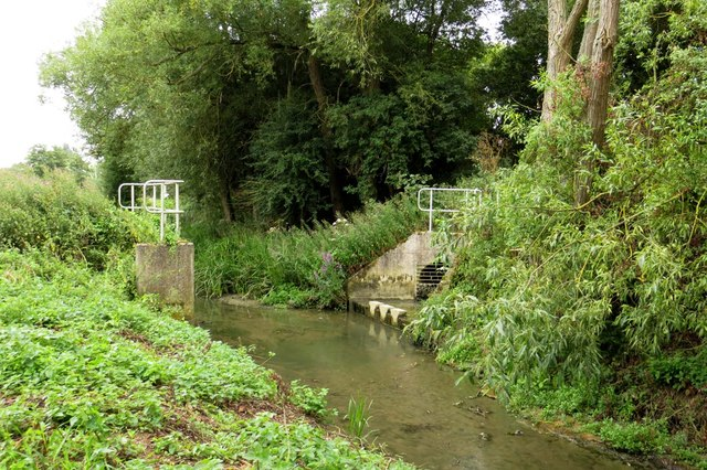Drainage ditch around Farmoor Reservoir