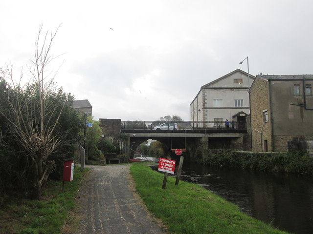 Canal and towpath closed at Rishton