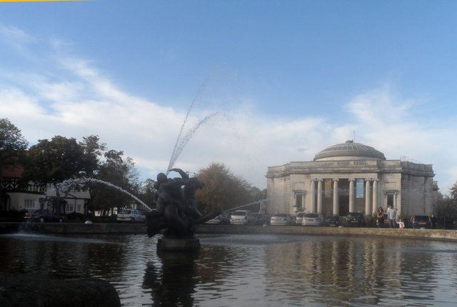 Fountains in front of the Lady Lever Art Gallery