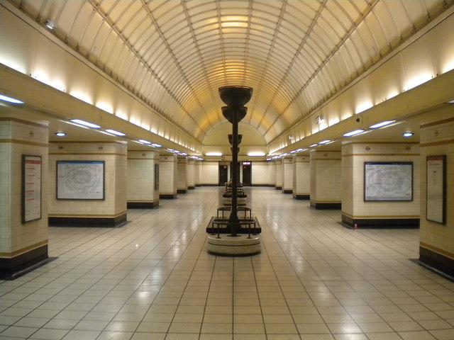 Interior of Gants Hill Underground station
