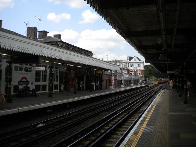 Woodford station platforms