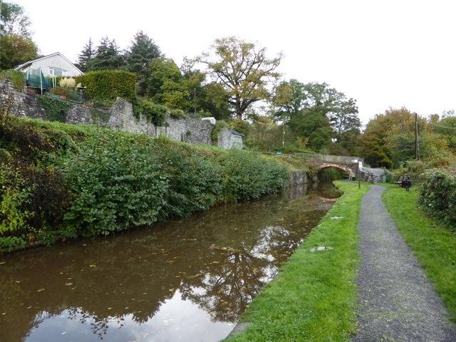On the Mon. & Brec. canal near Llangattock