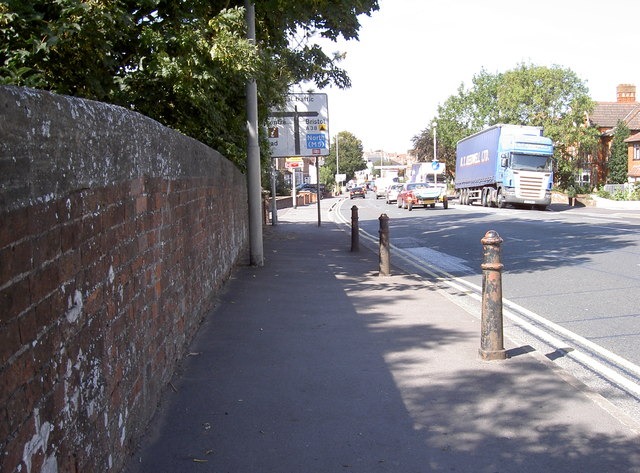 The A38 Taunton Road going into town