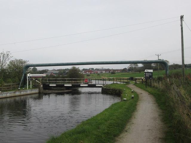 Riley's Swing Bridge, Leeds & Liverpool Canal