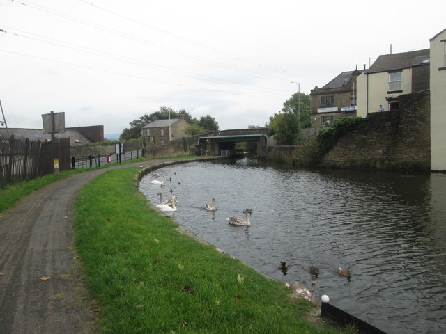 Approaching Whalley Road Bridge, Leeds & Liverpool Canal