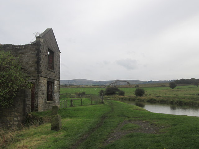 Derelict building at Lower Clough Bank