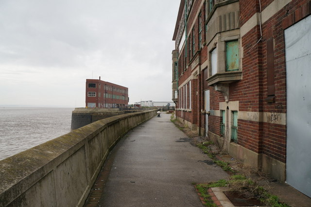 The riverside path towards St Andrews Quay